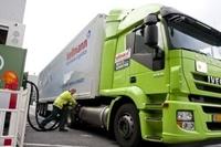 Hellmann Worldwide Logistics testet als erstes Unternehmen in Deutschland LNG (Flüssig-Erdgas) als Kraftstoff für schwere Nutzfahrzeuge