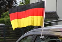 showimage Flagge zeigen: WM-Deko sicher am Auto befestigen
