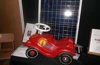 Schüler entwickelt Bobby Car mit Solarantrieb,