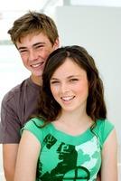 Die HPV-Impfung kann bestimmten HPV-bedingten Erkrankungen bei Frauen und Männern effektiv vorbeugen