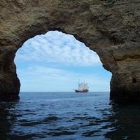 Schiffstouren an Bord der historischen Caravelle Santa Bernarda vor der Küste der Algarve sind ab sofort online buchbar