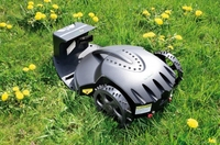 Roboter erledigt die Gartenarbeit: Rasenschnitt mit Trick und Schick