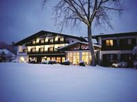 Von A wie Advents-Massage bis Z wie Zimt-Peeling:  Besinnliche Vorweihnachtszeit im Alpenhof Murnau