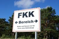 Neue FKK-Urlaubstipps des Online-Reisebüros Nix-wie-weg: Vom Reihenhaus bis zur Privatinsel