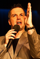 Johannes Scherer präsentiert neues Bühnenprogramm