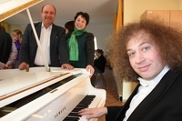 Euroweb Stiftung schenkt Kin-Top Konzertflügel