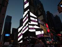 Werk von Sonja Brinkmann erleuchtet den Time Square