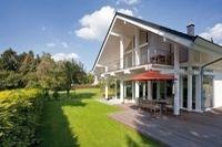Moderne Häuser durch  Holzständerbauweise