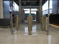 Perimeter Protection Germany GmbH liefert Personenvereinzelung für Bürokomplex