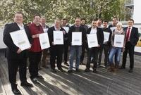 """Frischgebackene """"Stöffche""""-Experten: Apfelwein-Akademie zertifiziert die ersten 13 Apfelweinwirte und -wirtinnen"""