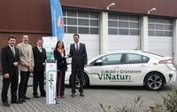"""showimage Die Stadtwerke Menden erweitern ihre Flotte mit dem Opel Ampera um das erste elektrisch angetriebene Fahrzeug und """"das Auto des Jahres 2012""""."""