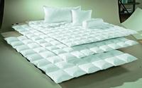 Zwei Bettdecken braucht der Mensch