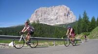 Autofreie Dolomitenpässe in Gröden beim 7. Sellaronda Bike Day