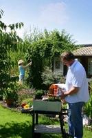 Grillprofi: Erst die Gartenarbeit, dann das Grillvergnügen