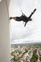 Nervenkitzel an der Hotelfassade in 100 Metern Höhe