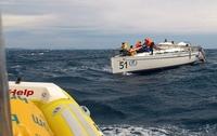 SeaHelp beim Dolomythi-Cup:  Yacht nach Mastbruch in Hafen geschleppt