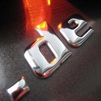 Chromoletters stellen die edelste und hochwertigste Form exklusiver Beschriftung dar und sind aufgrund der noblen Optik auch für Fahrzeugmarken der Oberklasse geeignet.