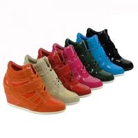 Brandneu bei Stiefelparadies:Sneaker-Boots mit Keilabsatz