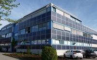 Eine der größten Photovoltaik-Fassadenanlagen ist am Netz