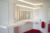 Rosskopf & Partner AG - Hochwertiges Privatbad komplett aus Mineralwerkstoff