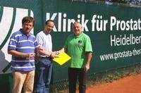 Klinik für Prostata-Therapie verstärkt ihr Sport-Sponsoring: TC Gaiberg freut sich über neue Windschutzplane