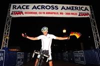 Stefan Schlegel aus Hirschberg bei Heidelberg fährt als 1. Deutscher beim Race Across America über die Ziellinie und sichert sich insgesamt den 10. Platz