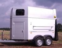 Pferdeanhänger-Test auf Mit-Pferden-reisen: Humbaur Rapid Alu
