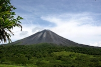 Aktive Vulkane, Regenwälder, Traumstrände