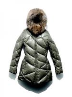 Überirdisch schön in Edel-Daune - mit den neuen Dolomite-Jacken wird die Winterpromenade zum Laufsteg