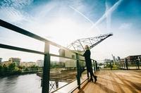 Das Osten ist eine Bühne für urbanes Leben am Fluss