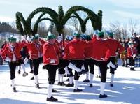 Von Biathleten, Bogentänzern und Bruchpiloten: Besondere Winter-Erlebnisse in der Zugspitz-Region