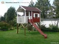 Das Stelzenhaus als Spielturm mit Rutsche