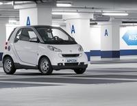 APCOA PARKING kooperiert mit Automobilhersteller:   Automatische Schrankenöffnung für smart-Fahrer