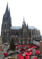 Der Aufbau des Weihnachtsmarktes am Kölner Dom im Schnelldurchlauf