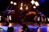 Heiße Tänzerinnen und fliegende Objekte