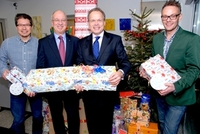 Ein Wunschbaum zu Weihnachten: Wertgarantie-Mitarbeiter lassen Kinderherzen höher schlagen