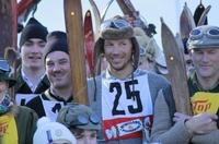 """Tollkühne Helden auf Holzlatten starten bei """"Nostalski"""", dem historischen Skirennen in Krün, Bayern"""