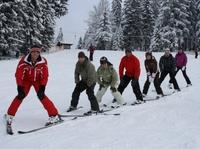 Locker auf die Piste schwingen: In der Wildschönau sorgen spezielle (Wieder-) Einsteigerkurse für den perfekten Ski-Auftritt