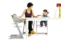 Alle an einem Tisch - Tripp Trapp® Newborn Set™ macht die Kleinsten ganz groß