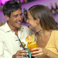 Wie man seine Gäste mit beliebten Cocktails und feinen Spirituosen hervorragend verwöhnen kann