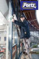 Glasreinigung für strahlende Aussichten - Gebäudedienste Portz GmbH