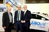 """Genfer Salon: Trainerlegende """"Köbi"""" Kuhn informiert sich über Autogas"""
