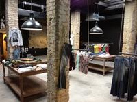 Geschäftseröffnung bei FINALO FASHION, das etwas andere Bekleidungsgeschäft.