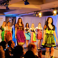 Antonia aus Tirol-Schlager & Partystar macht erfolgreich Mode