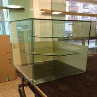 Glaserei Glas & Design (030-45 48 20 06) macht Schmuckstück aus Juwelier-Geschäft in Berlin Pankow
