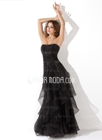 AmorModa präsentiert die neuen Abiballkleider der Kollektion 2013