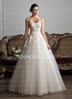 Topaktuelle Brautmoden 2013 erwarten die Paare bei DressFirst