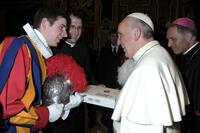 Post vom Papst: ...danke für die Zuger Kirschtorte