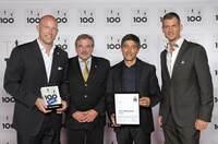 Die HQ LIFE AG wurde als TOP INNOVATOR des deutschen Mittelstandes ausgezeichnet. Vorstand Dr. Markus Beforth erhält die begehrte Trophäe aus den Händen vom Mentor Ranga Yogeshwar.
