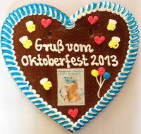 Lebkuchenherz nach Kundenwunsch individuell beschriften in 30 Minuten am Oktoberfest 2013